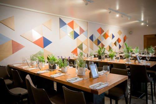 עיצוב שולחן צבעוני